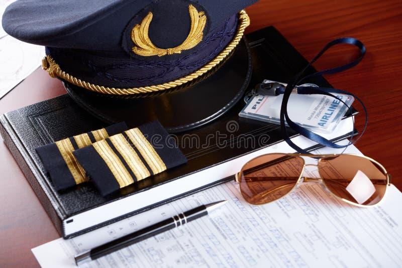 Equipamento profissional do piloto da linha aérea foto de stock royalty free