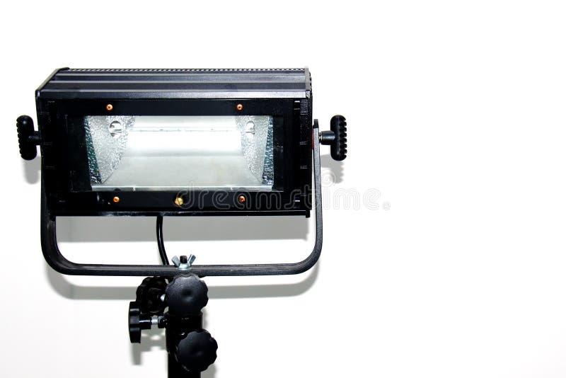 Equipamento profissional para fotógrafo, operadores video, intradorso, dispositivo de iluminação, lâmpada, holofote em um fundo b fotografia de stock
