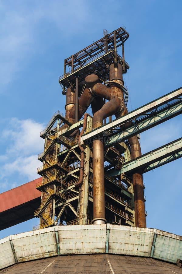 Equipamentos abandonados da fábrica de aço foto de stock royalty free