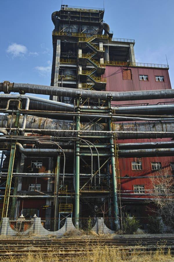 Equipamentos abandonados da fábrica de aço foto de stock