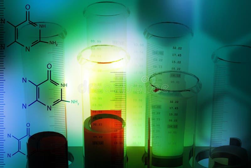 Equipamentos de laboratório com moléculas fotos de stock royalty free