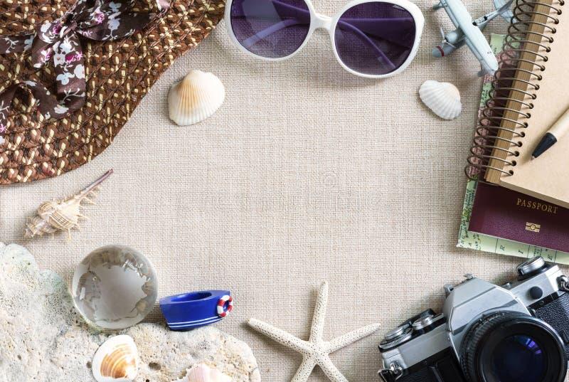 Equipamentos do curso e das férias e acessórios, conceito do verão com imagens de stock royalty free