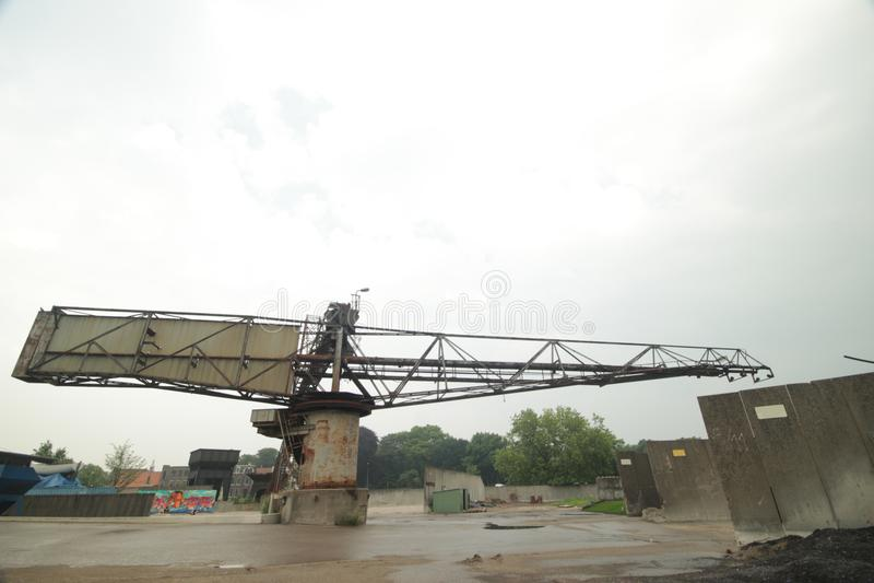 Equipamentos velhos em uma fábrica abandonada do asfalto no Gouda que é usado agora para todo o tipo dos eventos foto de stock