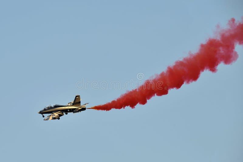 Equipe aerobatic de Al Fursan com os aviões de Aermacchi MB-339 imagem de stock royalty free