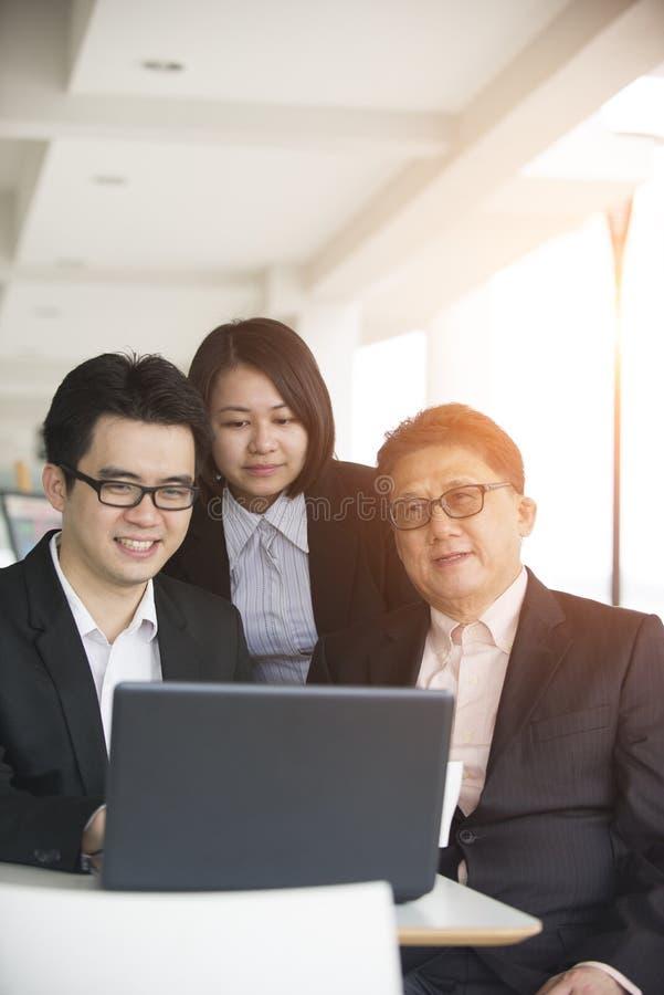 Equipe asiática do negócio fotos de stock royalty free