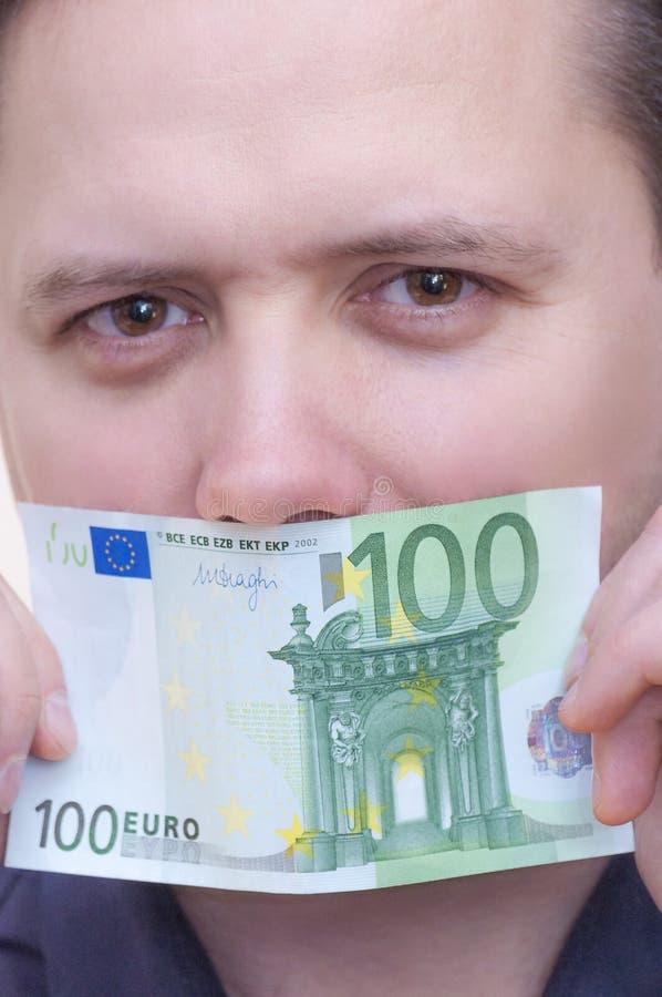 Equipe a boca da coberta com cédula do dinheiro cem euro imagens de stock