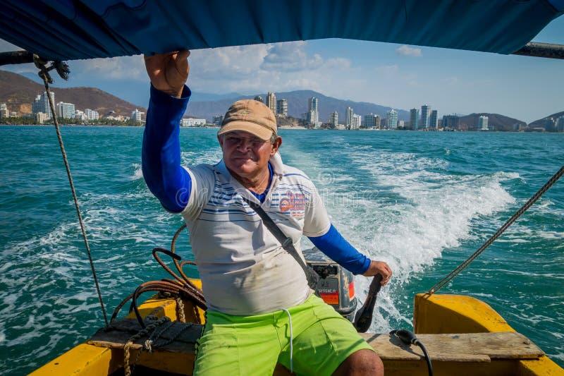 Equipe a condução do barco turístico em BLANCA de Playa, Santa fotografia de stock