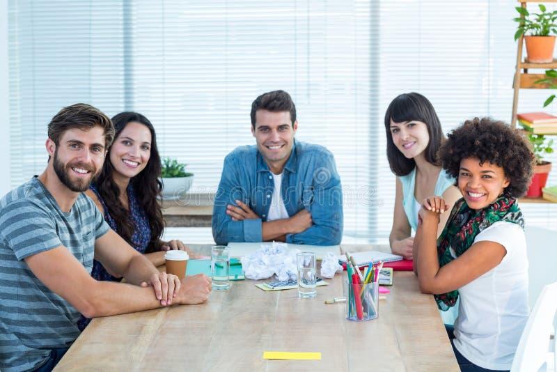 Equipe criativa feliz do negócio que olha a câmera imagem de stock royalty free
