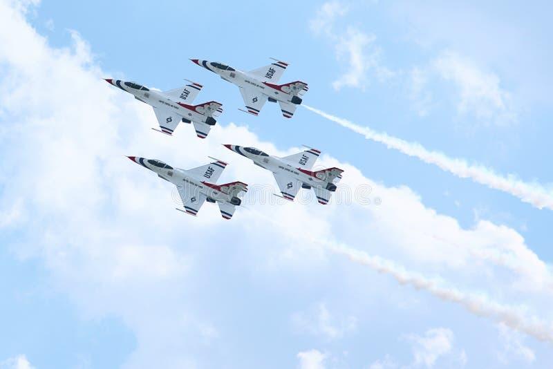 Equipe da demonstração da força aérea dos Thunderbirds foto de stock royalty free