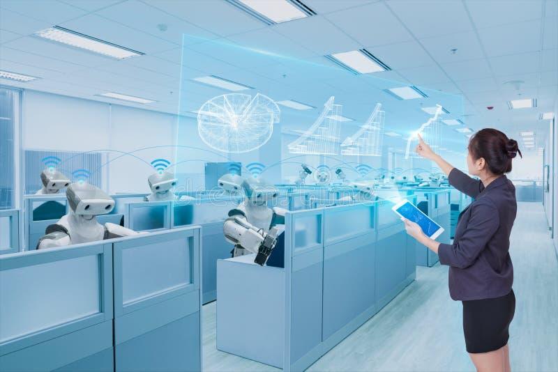 Equipe da mulher de negócios e do robô que aprende a carta de crescimento do negócio do holograma, conceito futuro da tecnologia imagens de stock royalty free