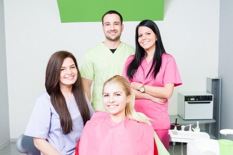 Equipe de dentistas novos imagem de stock royalty free