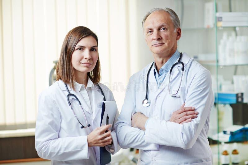 Equipe de funcionários médica imagens de stock royalty free