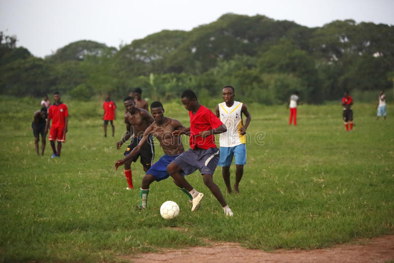 Equipe de futebol africana durante o treinamento foto de stock