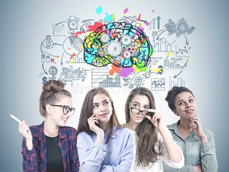 Equipe de jovens mulheres diversa, pensamento do negócio fotos de stock