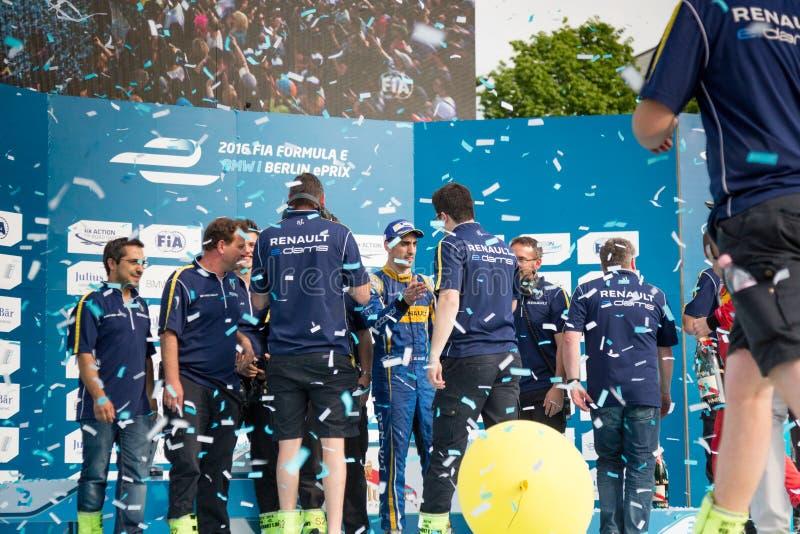 Equipe de Renault que atende à cerimônia de entrega dos prêmios do carro de corridas de E-Prix FIA Formula E foto de stock