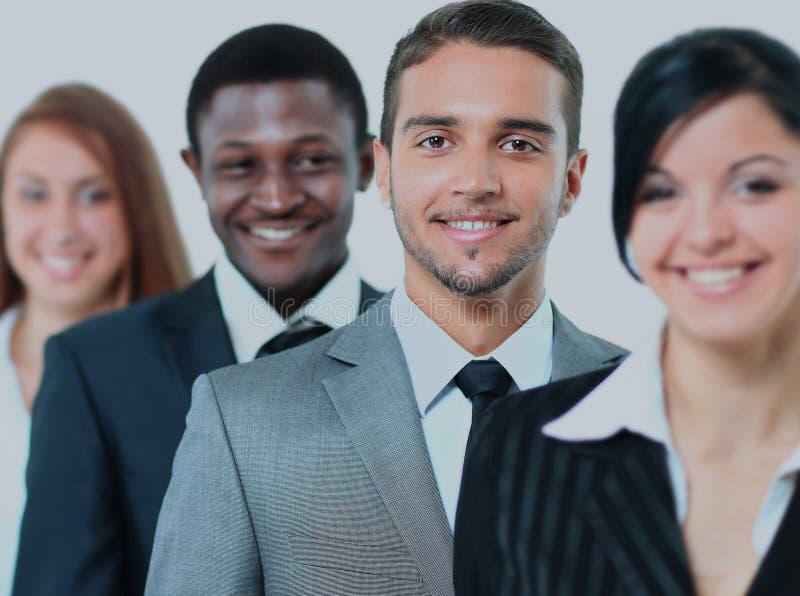 Equipe de sorriso feliz do negócio que está em uma fileira foto de stock