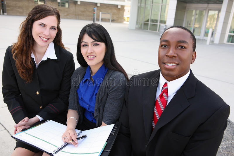 Equipe diversa do negócio (foco na mulher média) imagens de stock royalty free
