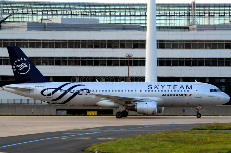 Equipe do céu - avião de Air France foto de stock royalty free