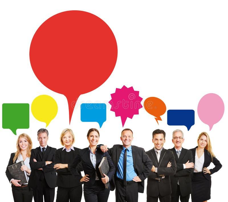 Equipe do negócio com bolhas do discurso fotos de stock royalty free