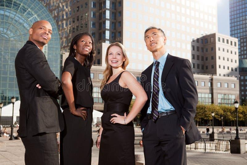 A equipe do negócio olha acima fotografia de stock royalty free