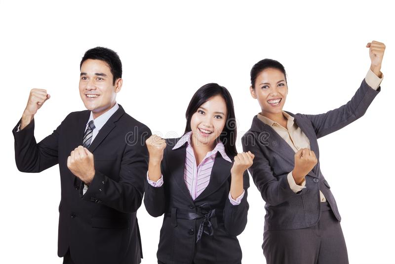 Equipe do negócio que comemora seu sucesso no estúdio fotos de stock royalty free