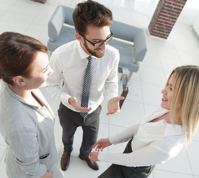 Equipe do negócio que discute no escritório fotos de stock royalty free