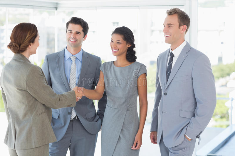Equipe do negócio que encontra seu sócio foto de stock royalty free
