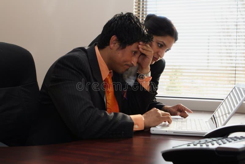 Equipe do negócio que olha Stumped fotografia de stock royalty free
