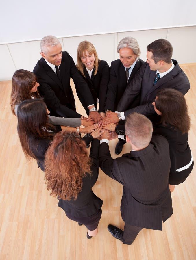Equipe do negócio que promete seu apoio imagem de stock