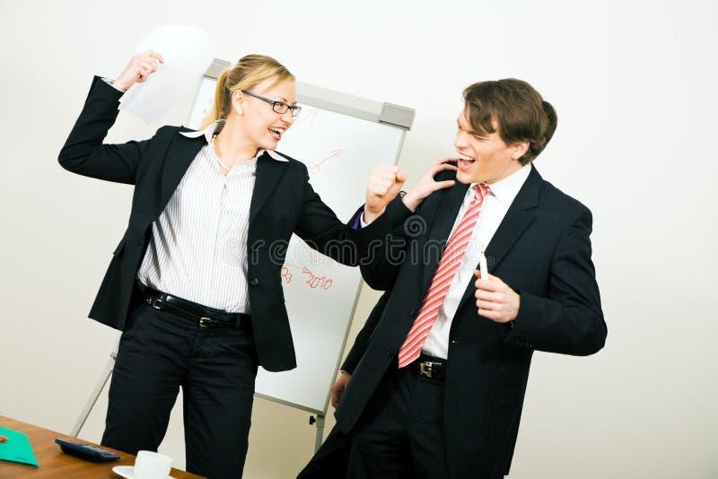 Equipe do negócio que tem o conflito imagens de stock