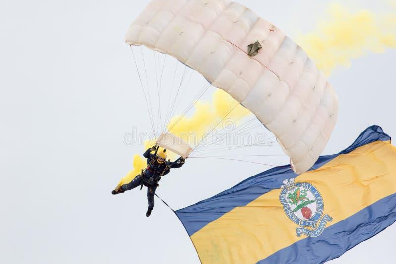 Equipe do paraquedas da queda livre do exército dos tigres no airshow 20 de Great Yarmouth foto de stock