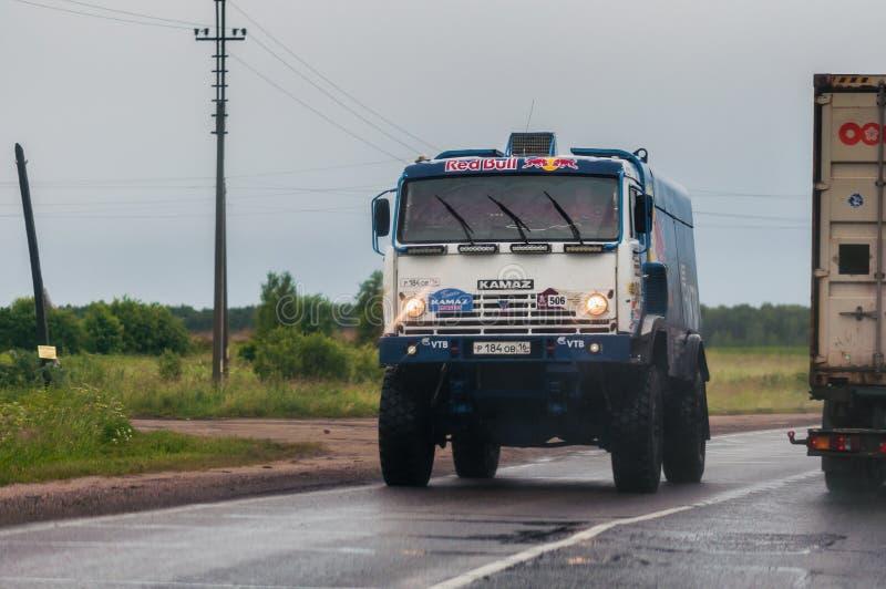 Equipe do russo do Kamaz-mestre do carro em uma estrada pública, perto de Moscou foto de stock royalty free