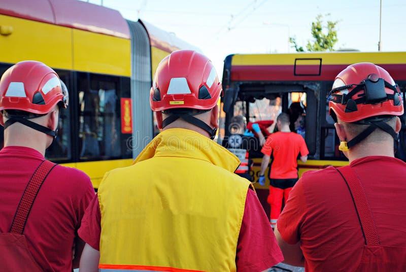 Equipe e equipa de salvamento da resposta de emergencia imagens de stock royalty free