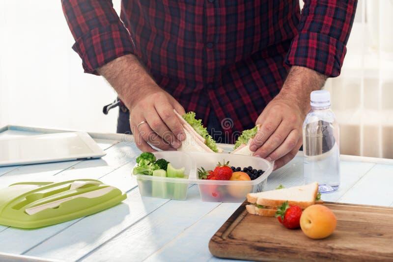 Equipe a fatura escola do almoço saudável na manhã fotos de stock royalty free