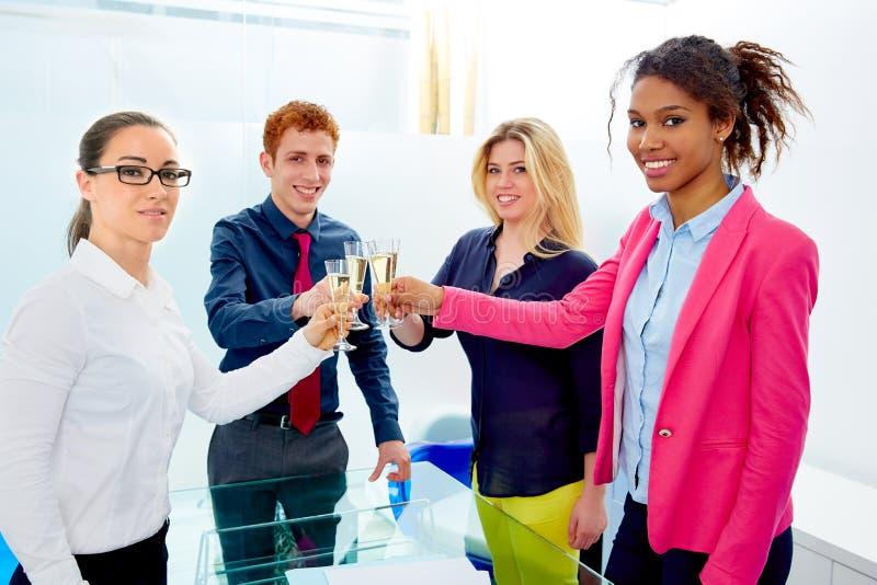 Equipe feliz do negócio que brinda com champanhe fotos de stock royalty free