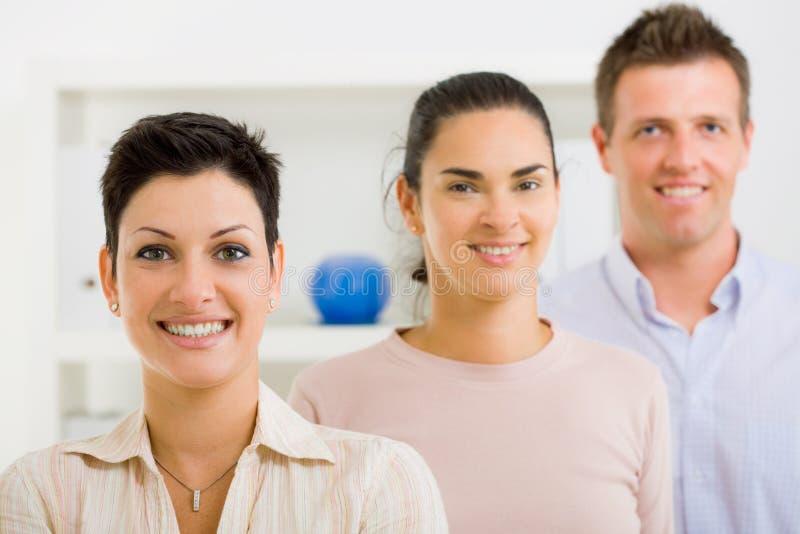 Equipe feliz do trabalhador de escritório fotografia de stock royalty free