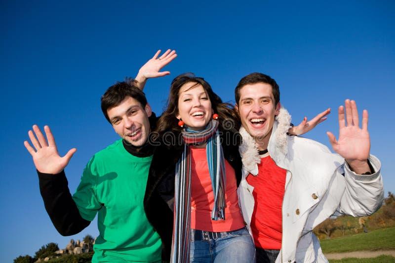 Equipe feliz dos jovens do riso fotos de stock royalty free