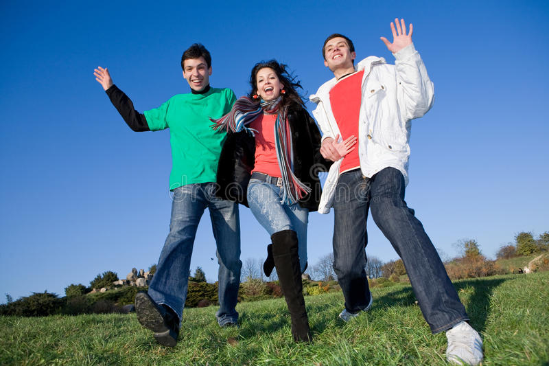 Equipe feliz dos jovens do riso foto de stock royalty free