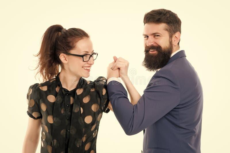 Equipe forte Acople o homem dos colegas com barba e a mulher bonita no fundo branco Lideran?a dos s?cios comerciais e imagens de stock