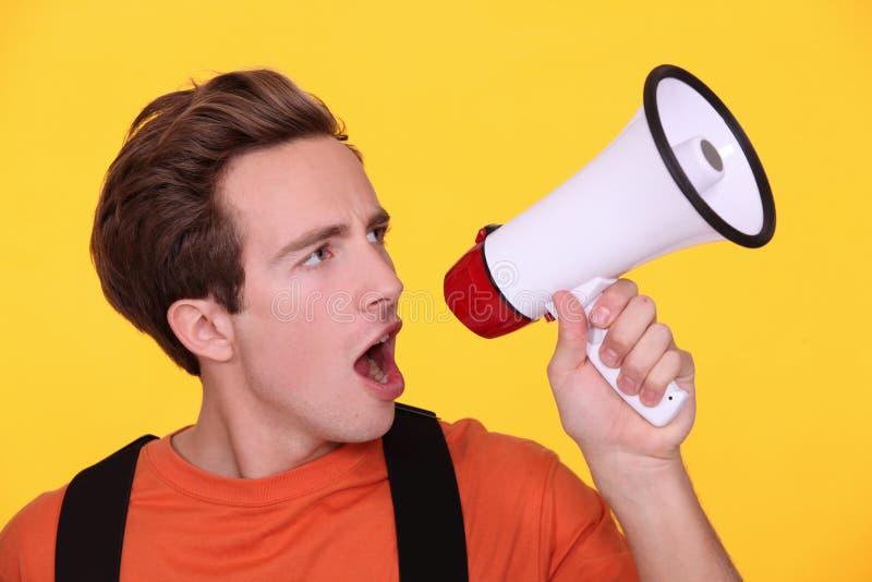Equipe gritar no megafone fotografia de stock royalty free