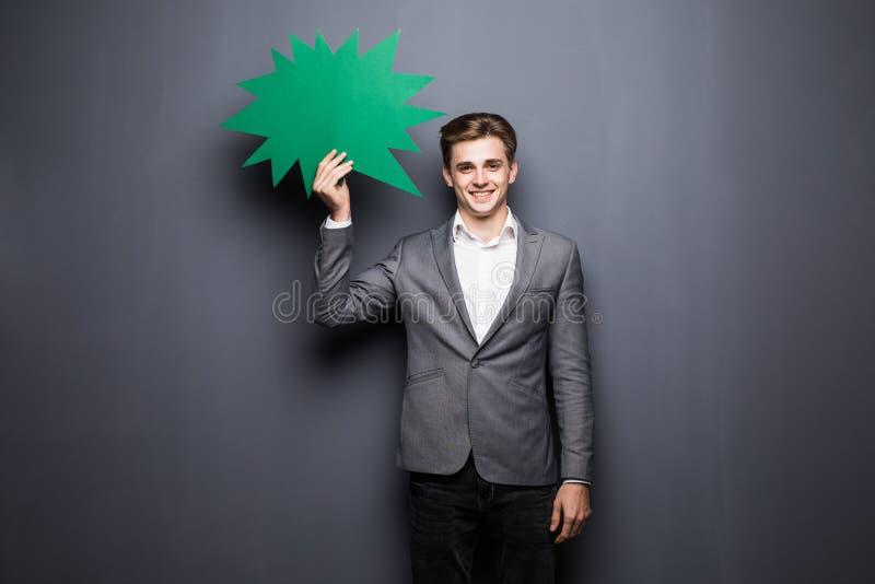 Equipe guardar a bolha vazia verde do discurso com espaço para o texto no fundo cinzento fotografia de stock royalty free