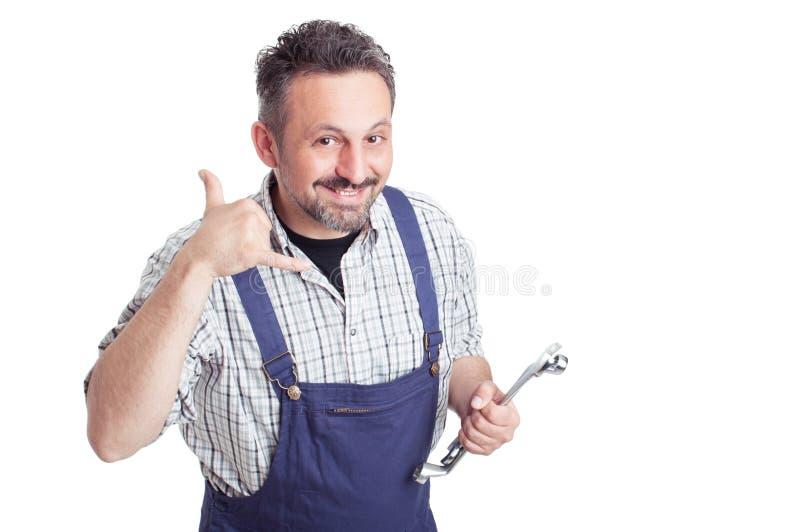 Equipe guardar a chave que faz a uma chamada me sinal com mão fotos de stock