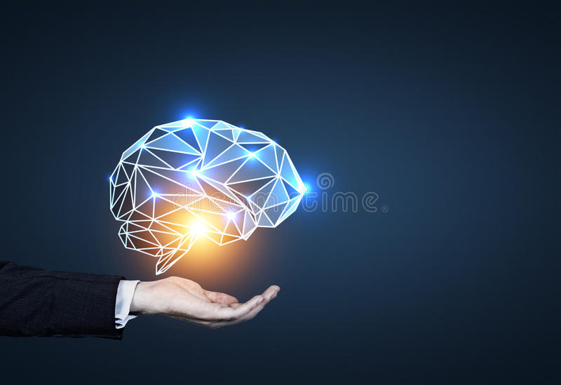 Equipe a mão de s que guarda o holograma do cérebro, azul fotografia de stock royalty free