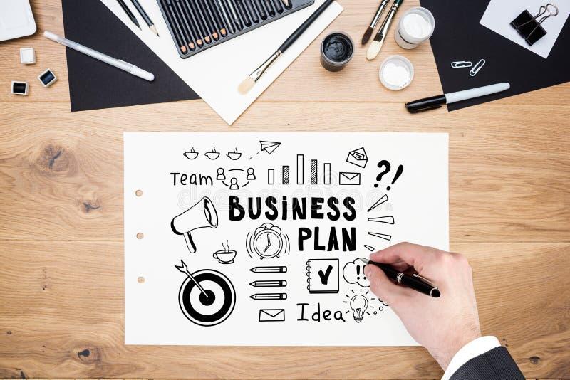Equipe a mão de s que tira o plano de negócios preto no papel fotografia de stock