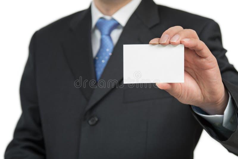 Equipe a mão do ` s que mostra o cartão - close up disparado no fundo branco imagens de stock