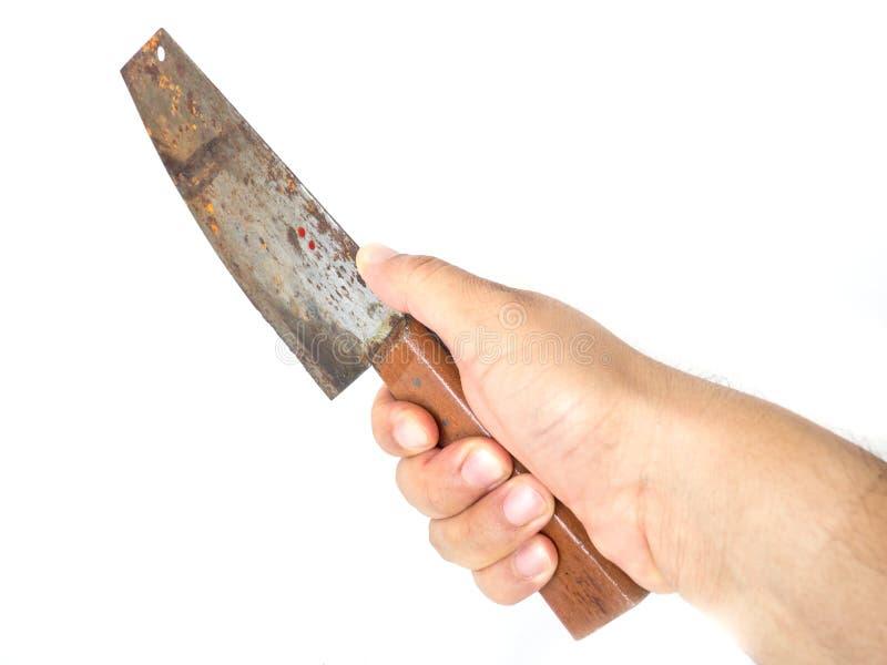 Equipe a mão que guarda a faca oxidada da cozinha grande o fundo branco no fundo isolado foto de stock