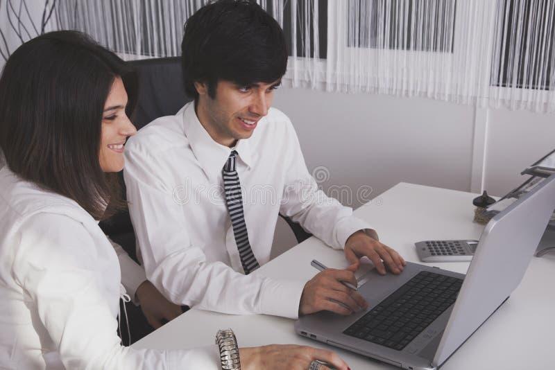 Equipe moderna no escritório imagem de stock royalty free