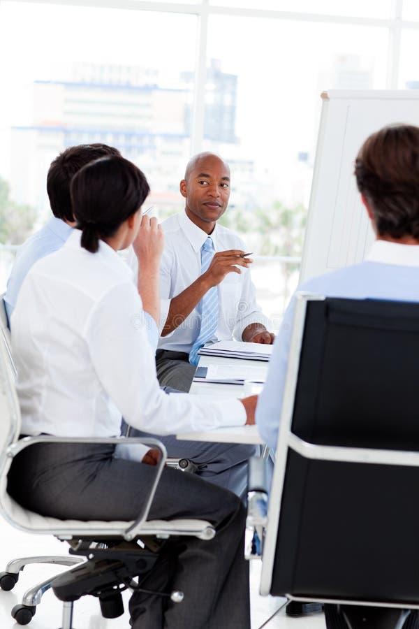 Equipe Multi-ethnic do negócio em uma reunião imagem de stock royalty free