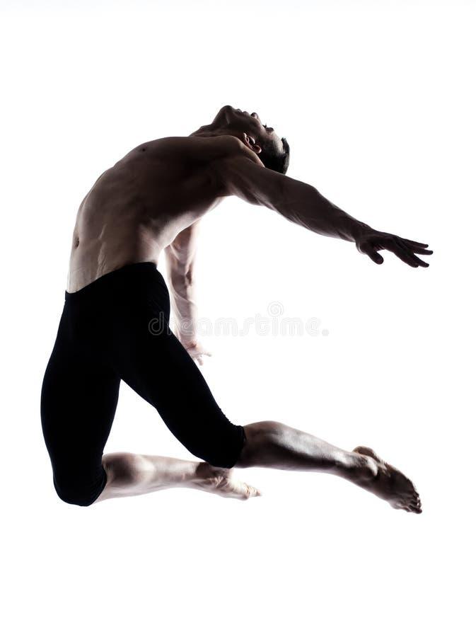 Equipe o dançarino de bailado moderno que dança o salto acrobático ginástico fotografia de stock