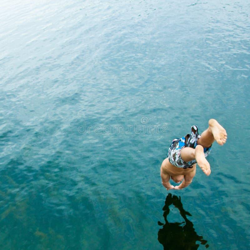 Equipe o mergulho no lago fotografia de stock royalty free